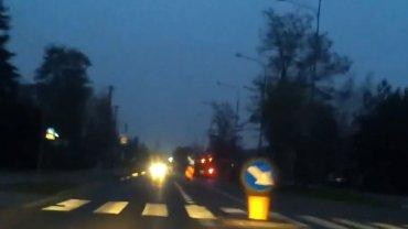 Kadr z filmu przedstawiajacego szaleńczą jazdę Piotra K.