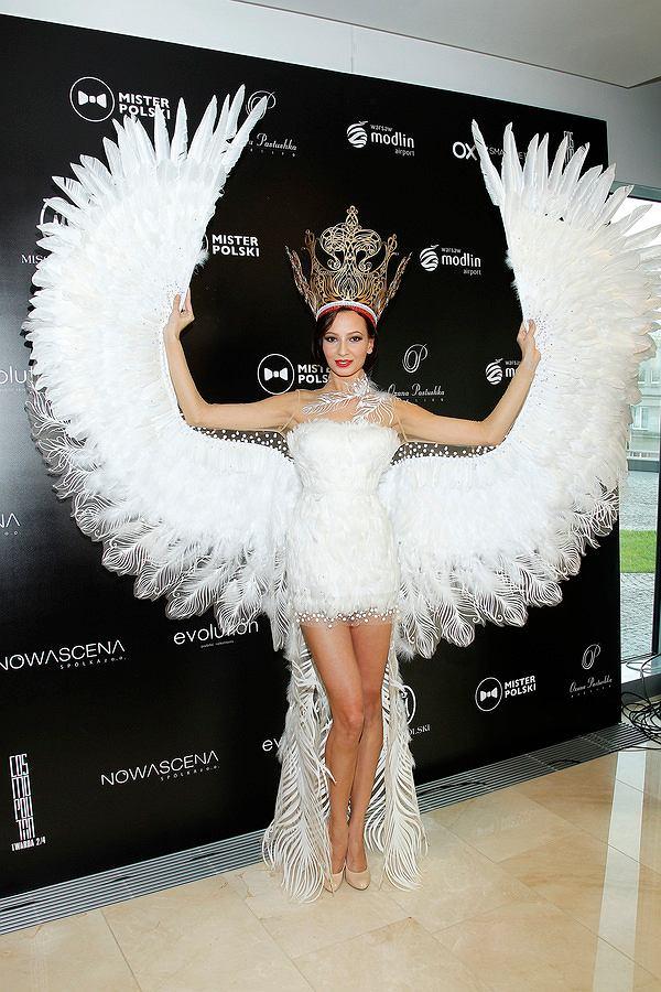 korona, listopad 2014, Miss i Mister Polski - konferencja, nogi, orzeł, przebranie, skrzydła, stylizacja, sukienka fantazyjna, sylwetka, tiara, pióra, Ada Sztajerowska