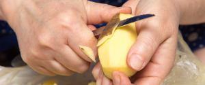 Włóż do butów obrane ziemniaki. Efekt z pewnością cię zaskoczy