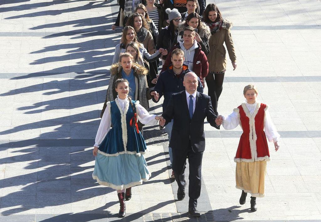 Z prezydentem Płocka Andrzejem Nowakowskim: Patrycja Ozimkiewicz z Dzieci Płocka i Joanna Tybura z Gazety Wyborczej Płock