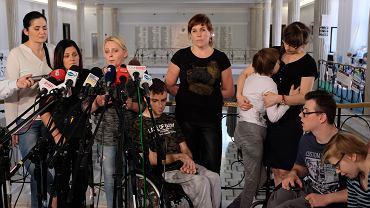 Sejm. Protest rodziców dorosłych dzieci niepełnosprawnych .