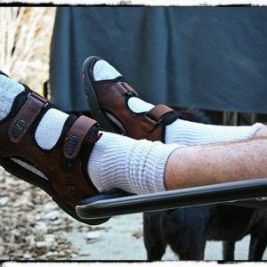 To ten zestaw - skarpetki i sandały - zdecydował, że uznano nas za najgorzej ubrany naród