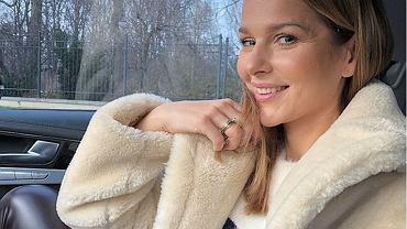 Paulina Sykut-Jeżyna w modnym futrzanym płaszczu. To model z Mango. Podobne znajdziecie teraz na wyprzedażach
