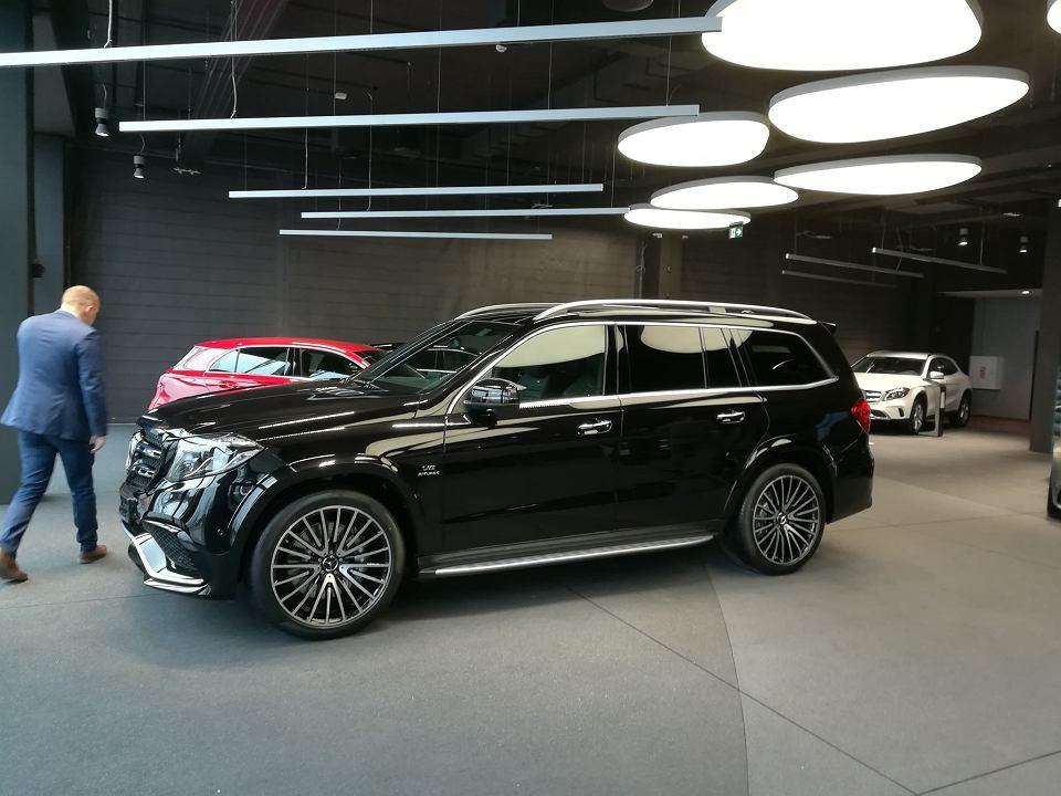 Zdjęcie numer 3 w galerii - Piętrowy Mercedes, nowe BMW i rozchwytywana Toyota