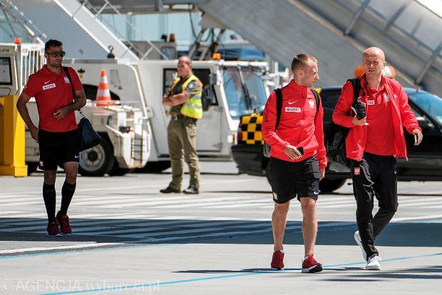 Zdjęcie numer 0 w galerii - W drodze na mundial. Piłkarze reprezentacji Polski lecą z Jasionki na mecz towarzyski z Chile [ZDJĘCIA]