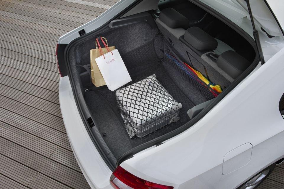 Pakując samochód dobrze jest zabezpieczyć bagaż przed przemieszczeniem się