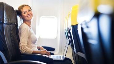 """Jeden """"check in"""" na Facebooku i możesz się dowiedzieć, koło kogo siedzisz w samolocie - taką usługę wprowadziły właśnie linie Finnair /"""