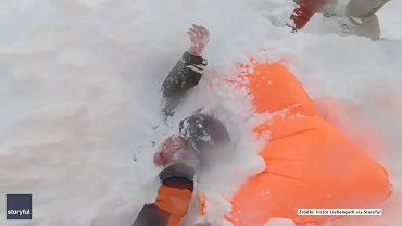 Lawina przysypała dwie kobiety. Snowboardziści ruszyli na pomoc