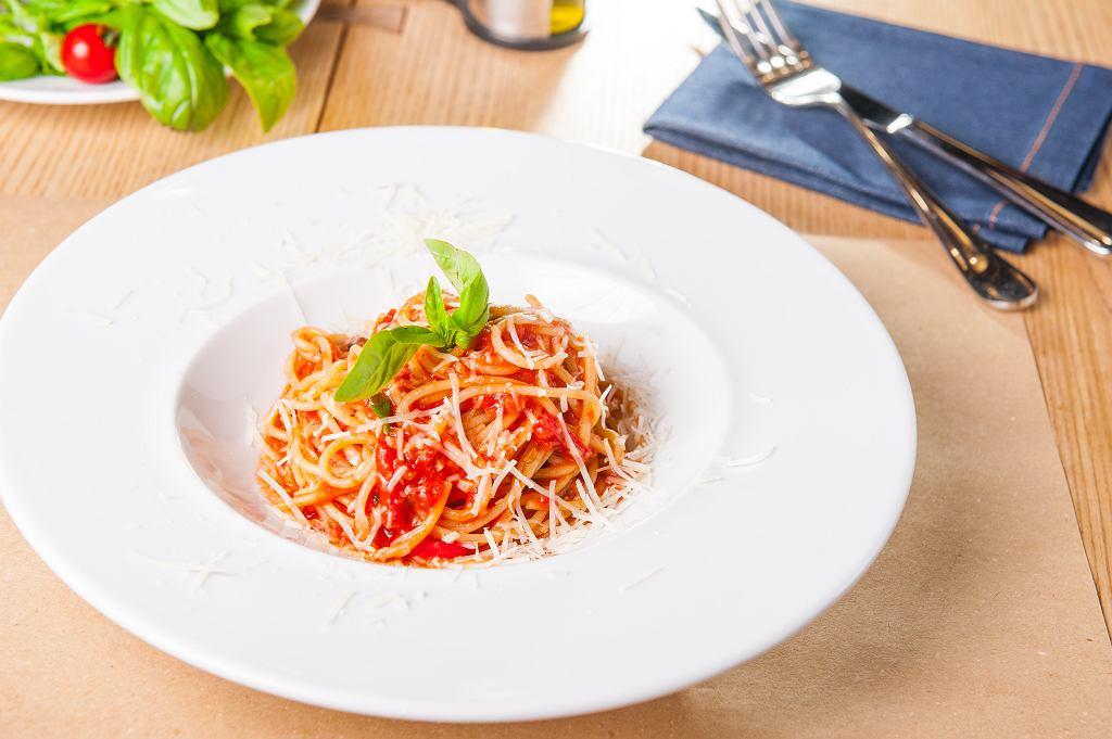 Spaghetti z sosem marinara.