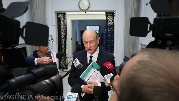 Jacek Rostowski w Sejmie, tuż przed przesłuchaniem na komisji ds. afery Amber Gold