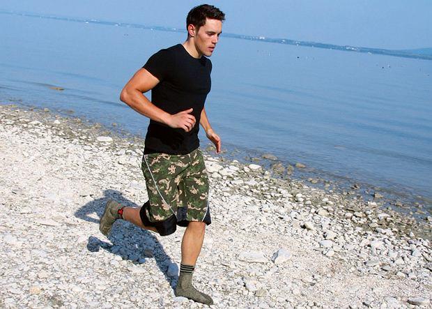 Skarpety do biegania uszyte specjalną techniką z wełny spandeksu poliestru i kevlaru