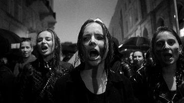 Czarny Protest przy Teatrze Polskim, BZ WBK Press Foto 2017 / Przemysław Wierzchowski / Gazeta Wyborcza / I miejsce / Wydarzenia / zdjęcie pojedyncze