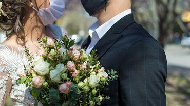 Mimo pandemii ludzie biorą śluby