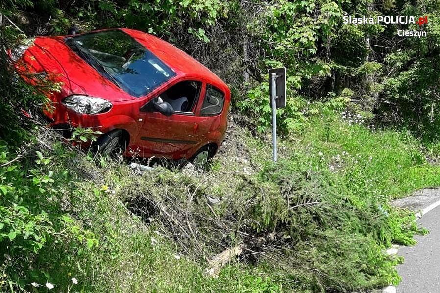 Policjanci z Wisły udzielili pomocy uczestnikom groźnie wyglądającego wypadku