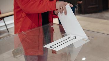 Urna wyborcza / zdjęcie ilustracyjne