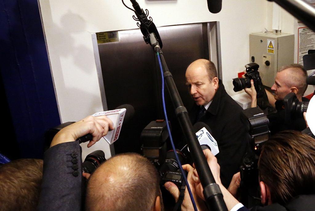 Minister zdrowia Konstanty Radziwiłł w drodze na spotkanie z lekarzami rezydentami