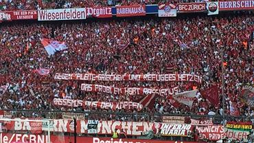 """W ubiegły weekend niemieccy kibice na wszystkich stadionach Bundesligi wywiesili transparenty z napisem """"uchodźcy witajcie"""""""