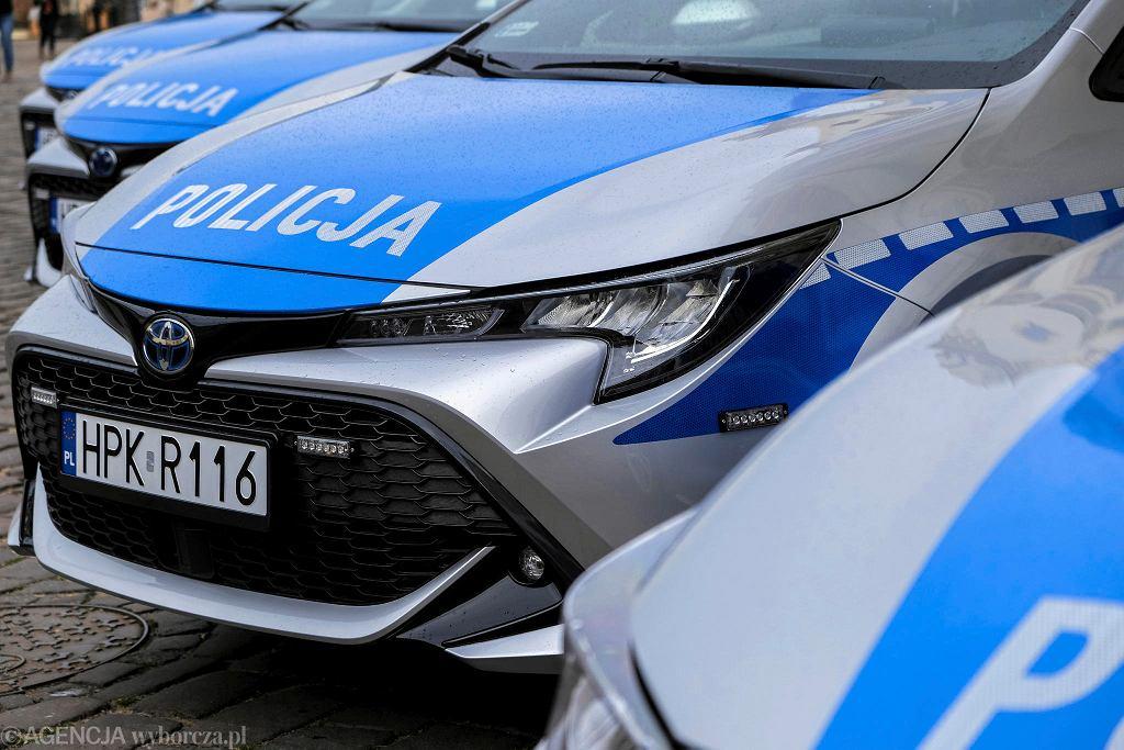 Policja też używa samochodów hybrydowych - Toyoty Corolle