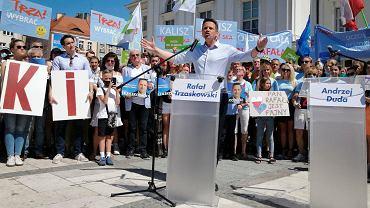 Wybory prezydenckie 2020. Rafał Trzaskowski, kandydat na prezydenta Polski, podczas spotkanie z mieszkańcami Kalisza 4 lipca 2020 r.