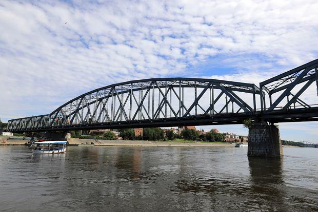 Zdjęcie numer 25 w galerii - Dziennikarze sprawdzali, jak przebiega rozbudowa starego mostu za 123 mln zł [GALERIA]