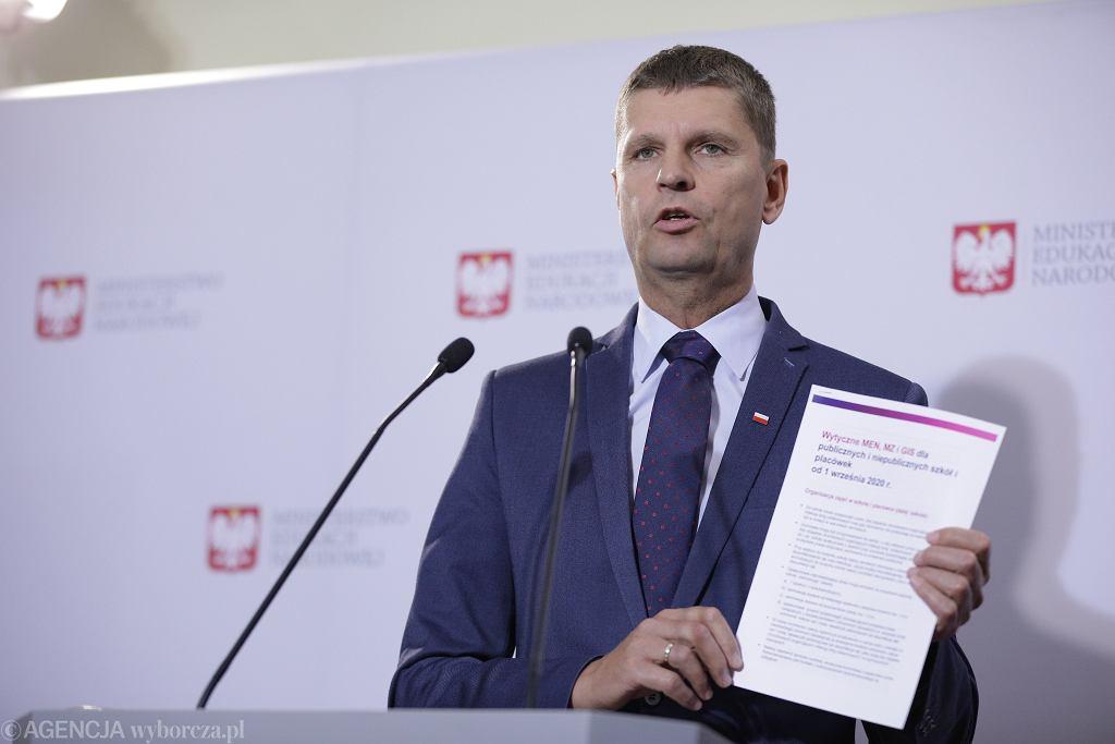 Bezpieczny powrót do szkół. Dariusz Piontkowski