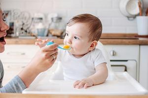 Rozszerzanie diety niemowlaka krok po kroku. Kiedy i jak zacząć?