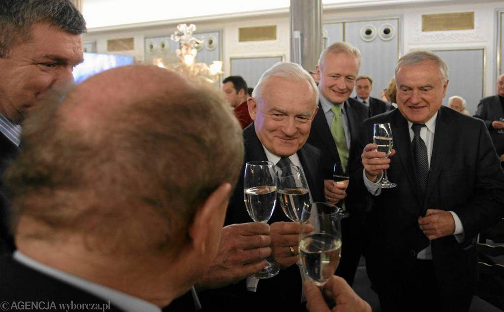 Zdaniem polityków m.in. PO i PIS wznoszenie toastów w dniu takim jak 13 grudnia to niezbyt szczęśliwa data