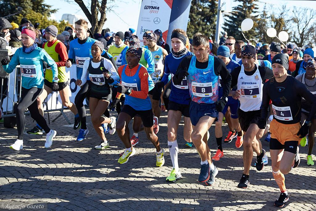 Na starcie gdyńskiej 'połówki' stanęło łącznie 5915 zawodników, co stawia imprezę w ścisłej czołówce polskich biegów półmaratońskich. Blisko 30% uczestników stanowiły kobiety.