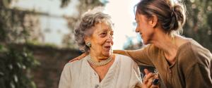 Dodatek pielęgnacyjny - ile wynosi i komu przysługuje?