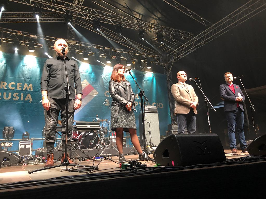 Koncert 'Solidarni z Białorusią' pod Teatrem Dramatycznym w Białymstoku