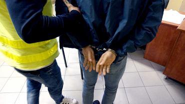 Policjanci z Katowic zatrzymali trzech mężczyzn, którzy porwali i próbowali zmusić 34-latka do podpisania niekorzystnej umowy.