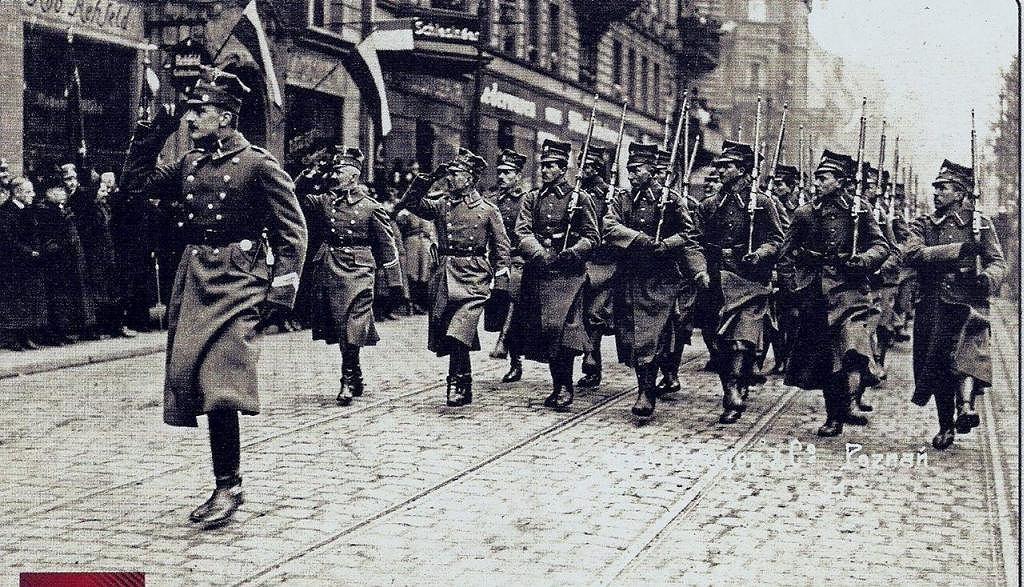 Defilada wojsk wielkopolskich na placu Wolności w Poznaniu 3 marca 1919 r.