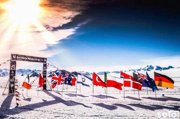Zdjęcie numer 3 w galerii - Polak wygrał ekstremalny maraton na Antarktydzie.