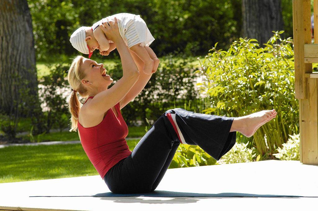 Ćwiczenie na mięsień prosty brzucha i ramiona.