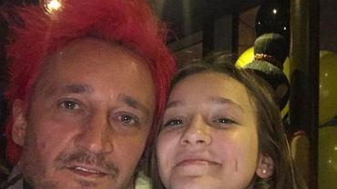 Najstarsza córka Michała i Marty Wiśniewskiej, Fabienne pochwaliła się właśnie na Instagramie efektem swojej najnowszej metamorfozy. Nastolatka do tej pory nie eksperymentowała z fryzurami. Pozostawała wierna swoim długim włosom i ich naturalnemu kolorze. Metamorfoza nastolatki bardzo przypadła do gustu jej znajomym, którzy nie szczędzili dziewczynie komplementów. Zobaczcie, jak Fabienne wyglądała przed zmianą i oceńcie sami, czy wyszła jej na dobre.