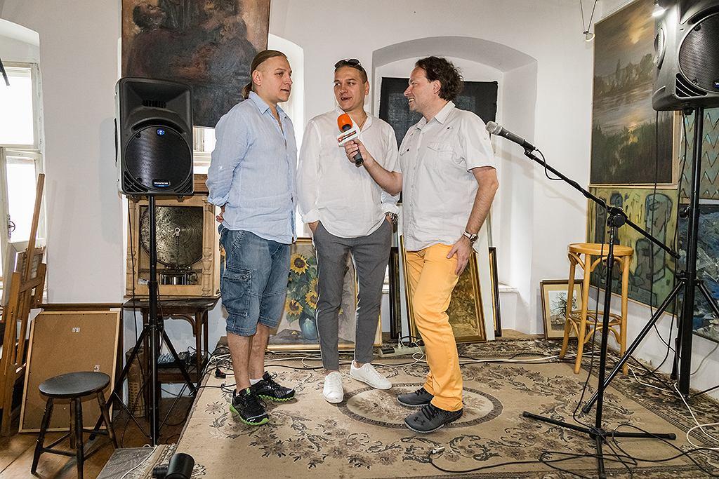 Wakacje z gwiazdami w Radiu Złote Przeboje. Scena na tyłach Galerii Wzgórze, na której Bracia Golcowie grali swoje pierwsze koncerty.