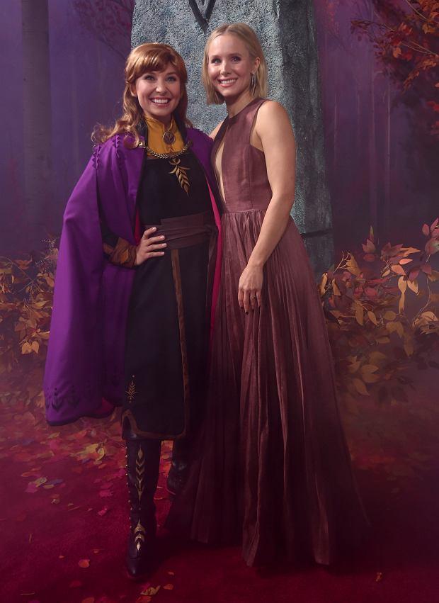 Kristen Bell z Anną - w oryginalnej wersji językowej, siostra Elsy mówi (i śpiewa) właśnie  jej głosem