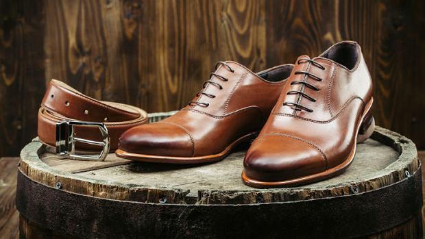 241c8f24 Skórzane dodatki do biznesowych stylizacji - elegancja w męskim stylu