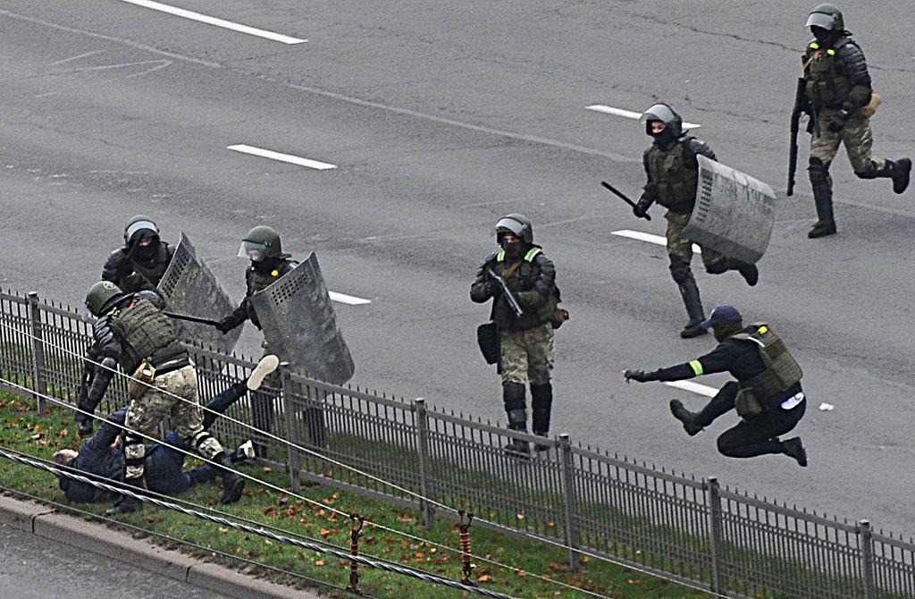 Ponad tysiąc osób zatrzymanych po niedzielnych protestach na Białorusi.