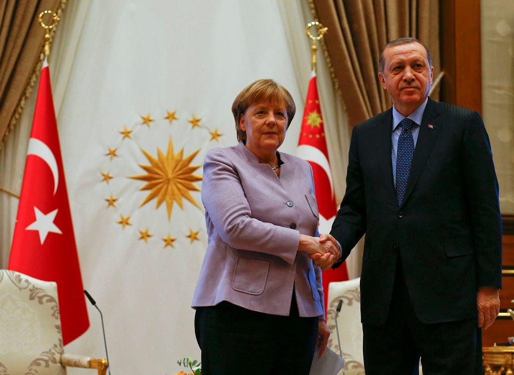 Prezydent Erdogan i kanclerz Merkel tuż przed rozpoczęciem rozmów w Ankarze