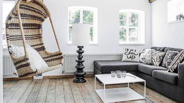 Fotel wiszący w salonie
