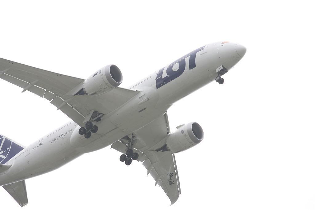 Rząd planuje przedłużenie zakazu lotów z Wielkiej Brytanii do 6 stycznia 2021 r.