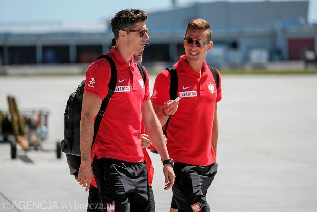 Zdjęcie numer 10 w galerii - W drodze na mundial. Piłkarze reprezentacji Polski lecą z Jasionki na mecz towarzyski z Chile [ZDJĘCIA]