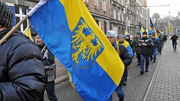 Ruch Autonomii Śląska  w sobotę poprowadził marsz na Zgodę. Uczestnicy zebrali się na pl. Wolności w Katowicach i przeszli do Świętochłowic-Zgody, gdzie w 1945 r. mieścił się obóz, w którym więziono Górnoślązaków