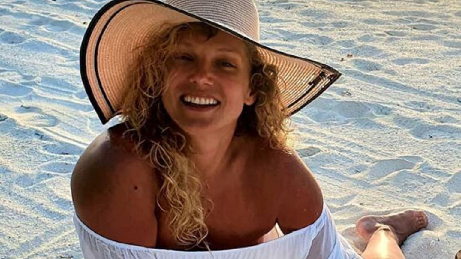 Joanna Liszowska korzysta z wakacji. Wrzuciła gorącą fotkę z basenu. Internauci zgodni: Sabrina i boys, boys, boys