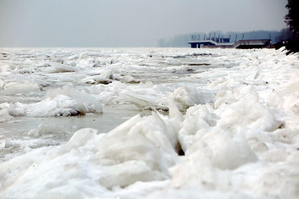 IMGW wydało alerty hydrologiczne w związku z piętrzącym się lodem na rzekach