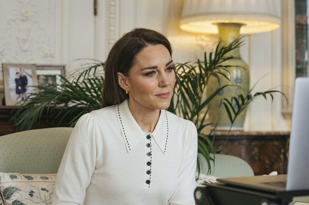 Księżna Kate w czasie rozmowy z organizacją Little Village