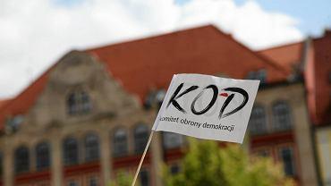KOD Wrocław. Manifestacja na pl. Solnym