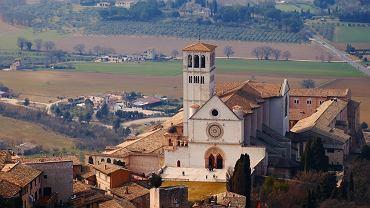 Umbria. Basilica di S. Francesco w Asyżu  Sanktuarium nad grobem św. Franciszka, z urzekającymi freskami Cimabuego, Giotta, Simone Martiniego i innych, jest jedną z najpiękniejszych świątyń chrześcijańskich na świecie.