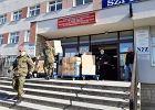Koronawirus. Wojsko przed szpitalem Strusia. Żołnierze przywieźli dodatkowe kombinezony i maseczki dla lekarzy